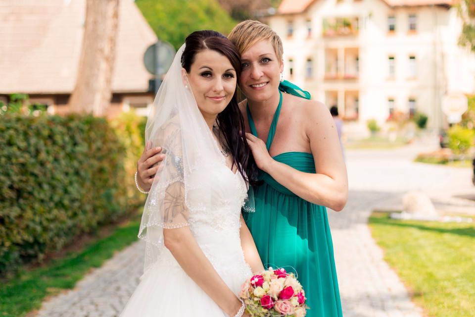 Braut mit Freundin