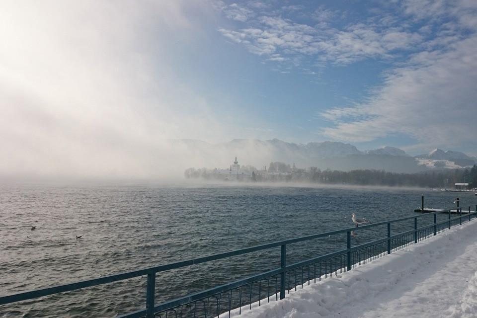 Verschneite Küste