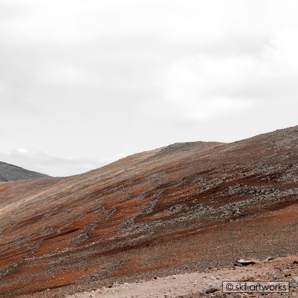 Steiniger Berghügel