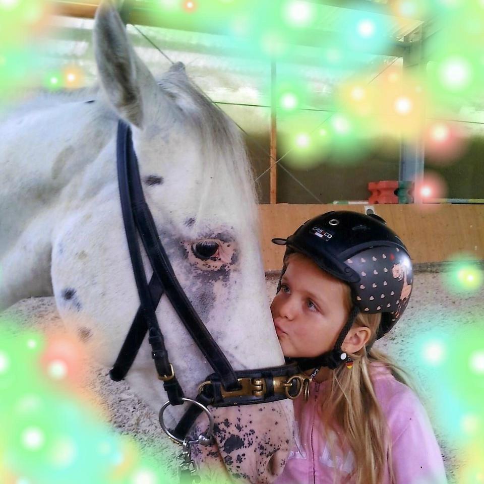 Mädchen mit ihrem Pferd