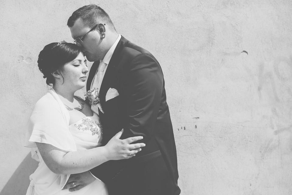 Schwarz-weiß Bild eines Brautpaares
