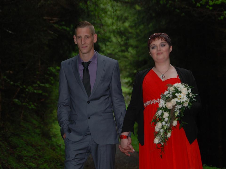 Frisch getrautes Brautpaar