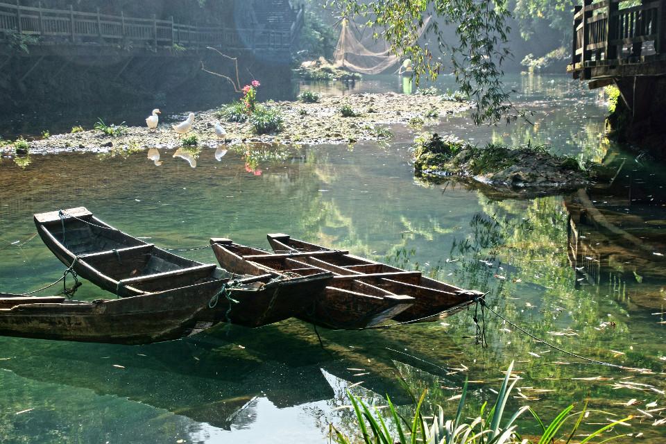Fluss, Schiffe, Nebel, Fernost