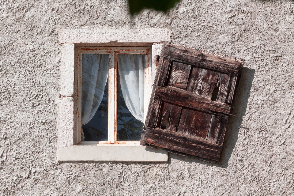 Mauer, Fenster, künstlerisch