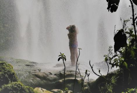 Ein Küss unter dem Wasserfall